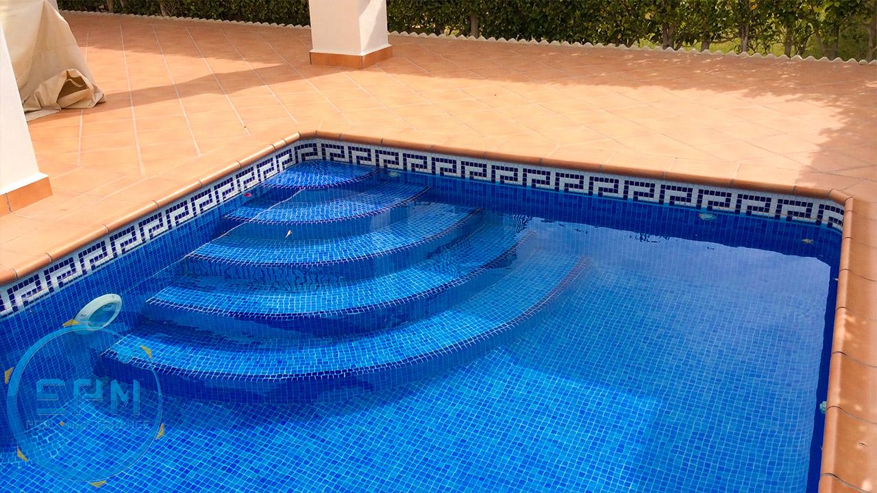 EPM Pools | Renovación de escaleras dentro de piscina